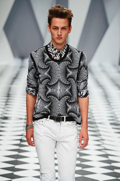 Jakob Hybholt3635_SS11_Milan_Versace(daylife)