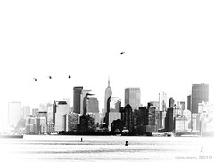 flying over Manhattan (jesuscm) Tags: city blackandwhite bw newyork blancoynegro ferry america nikon manhattan ciudad views vistas helicopters helicpteros nuevayork superlativas jesuscm