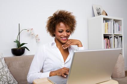 women-using-computer