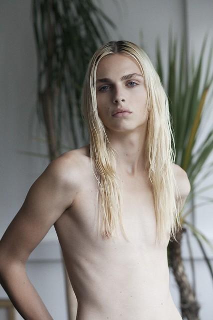 Andrej Pejic0184_i-D_Ph Thomas Lohr(Fashionisto)