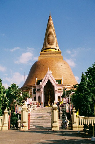 Phra Pathom Chedi at Nakhon Pathom by tricherson.