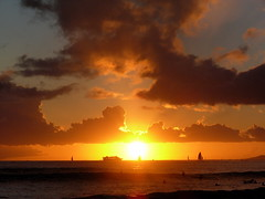 Sunset at Waikiki Beach, O'ahu, Hawaii. (RuthannOC) Tags: ocean trees sunset sea vacation sun beach water beautiful palms island hawaii islands bay sand natural pacific waikiki oahu turtle north palm september glorious shore stunning hawaiian tropical honolulu 2007 activities unedited ruthann 5photosaday