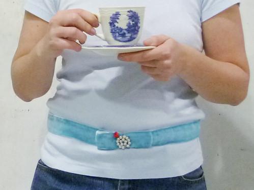 Tomando chá: cinto Alice