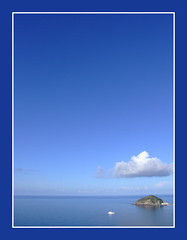The hat in the blue (vertical edit...) (Giorgio Di Iorio Photo - Gioischia) Tags: blue sea sky italy nature clouds barca italia mare horizon natura cielo napoli naples ischia italians santangelo isola orizzonte golfodinapoli naturalmente maronti barano supershot gulfofnaples abigfave colorphotoaward superaplus aplusphoto fujis9600 holidaysvacanzeurlaub gioischia bratanesque