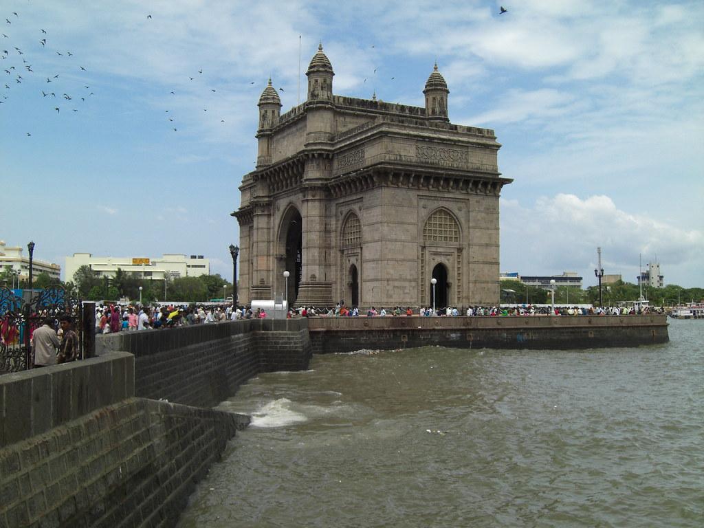 mumbai india-gateway of india-india travel guide