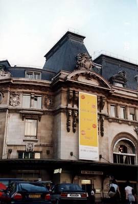 2000年的巴黎街頭