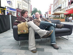Paul and Aral relax on the dConstruct sofa (boxman) Tags: brighton sofa newroad paulannett dconstruct aralbalkan dconstruct07