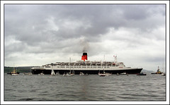 QE2 on the Clyde (edowds) Tags: birthday 40th scotland riverclyde greenock anniversary esplanade cunard breathtaking qe2 inverclyde q4 supershot flickrscorer14