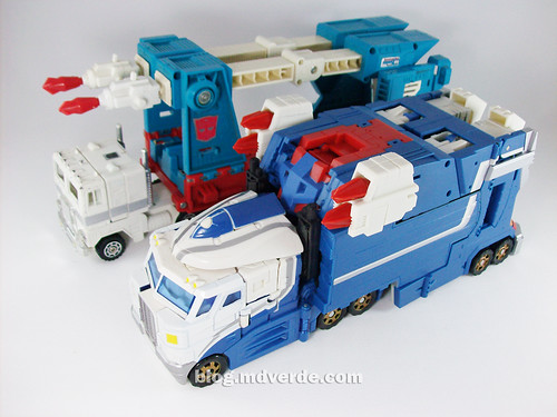 Transformers Ultra Magnus Classics + City Commander vs G1 - modo alterno