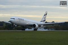 4X-EAJ - 25208 - EL AL Israel Airlines - Boeing 767-330ER - Luton - 101022 - Steven Gray - IMG_4017