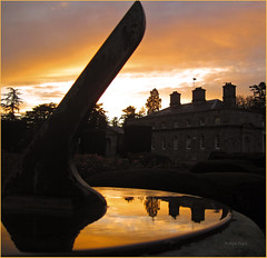 The last chime of the SunDial (Robyn Hooz) Tags: camera ireland dublin house reflection canon hotel casa tramonto sundial carton macchina viaggio compact dublino meridiana riflesso immagine d10 compattina