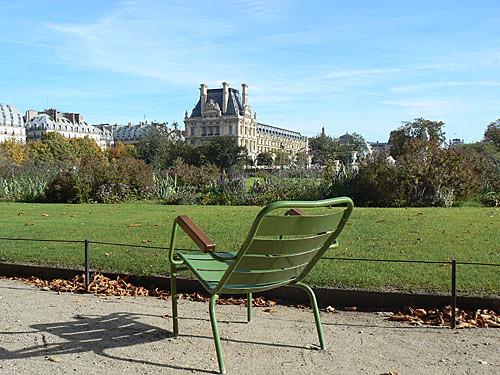 chaise et louvre.jpg
