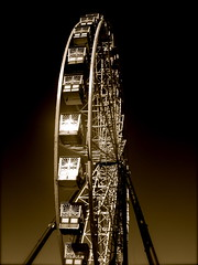 Ferris Wheel in Gold - by diongillard