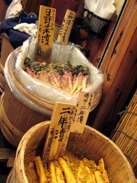 2007.6.16 錦・高倉屋 京都のお漬け物やさん2 色も鮮やかな日野菜漬け