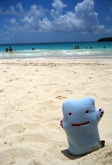 Beach! (Spok-spok) Tags: sanfrancisco travel urban cute beach smile boston fun toy happy design robot cool soft sweden puertorico designer vinyl swedish plush softie lapland cuddly kawaii plushie giggling spok designertoy designerplush spoks dotdotdash spokspok