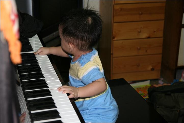 彥彈鋼琴06