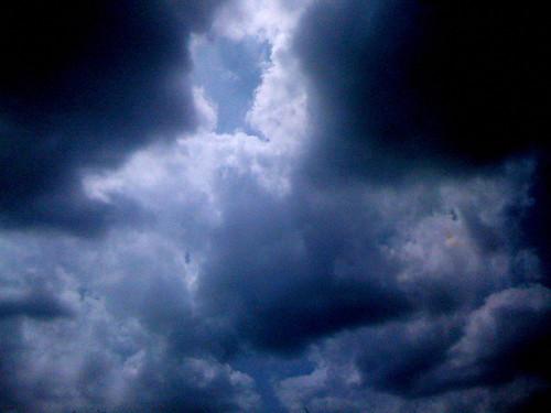 一時降り出しそうな雲が広がった。
