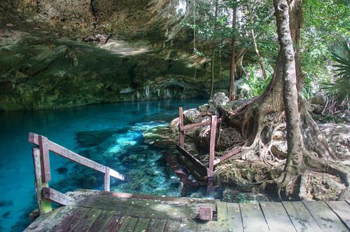 Cenote Dos Ojos 01
