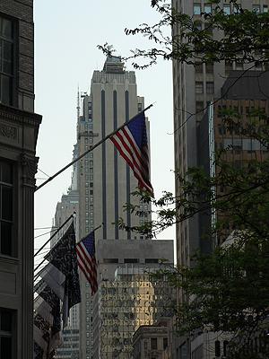 buildings et drapeaux.jpg