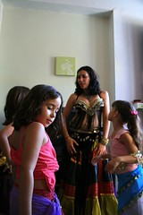 Levantate! (paohaus) Tags: birthday oldsanjuan birthdayparty cumpleaos bellydancing kidsparty issis
