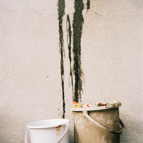 creative commons hi-res photo of the day:  paint and bucket (1600 x 1600)