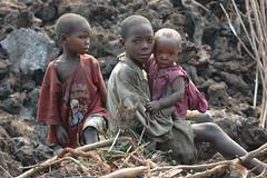 [フリー画像] [人物写真] [子供ポートレイト] [外国の子供] [少年/男の子] [アフリカの子供] [兄弟/姉妹] [コンゴ人]    [フリー素材]
