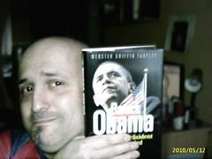 "Barack ""Yes, We Can"" Obama (mr3tt) Tags: rome club lesen reader charles darwin books network these obama netz bcher bildung barack ffa theorie bilderberg verschwrung einbildung"