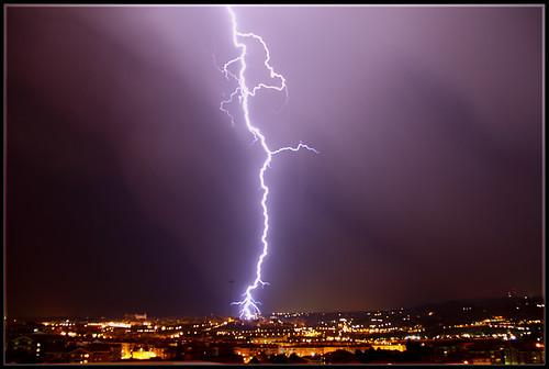 Tormenta sobre Toledo, un rayo cae.