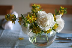 from the garden (Sados da Concha) Tags: flowers roses white flores yellow fleurs rosas arrangement styling arranging centrepiece saidosdaconcha interiorstyling