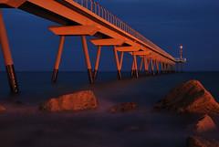 Pont del petroli (Novo-Photo) Tags: barcelona sea beach mar nikon exposure large playa nocturna catalunya exposicion larga d80 nikon18135mmf3556g