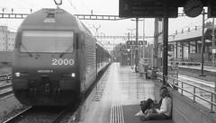 Partenze (train_spotting) Tags: pioggia stazione sion banchina pensilina carrozze sbbcffffs re4600094
