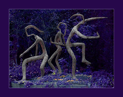 a summer night - Danseuses Studer (steffi's) Tags: sculpture art bronze schweiz switzerland dance suisse dancing outdoor kunst violet skulptur tanz bronzestatue svizzera tanzen figuren studer winterthur summernight bronzeskulptur villaflora danseusesstuder