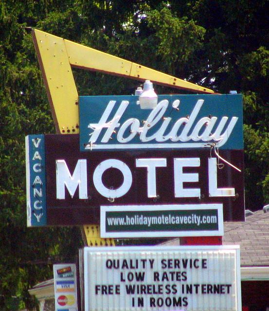 Holiday Motel - Cave City, KY