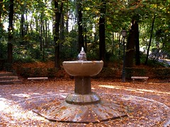 Fuente del Tomate (Landahlauts) Tags: autumn water automne andaluca agua eau wasser europa europe herbst andalucia bosque alhambra andalusia andalusien autumnal andalusie andaluz alandalus andaluzia    andaluzja  andaluzio    landahlauts   arbonaida               andalouzia andalusiya