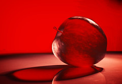 PoPApple (Villi.Ingi) Tags: light shadow red stilllife macro apple closeup fruit manipulated table juicy bravo sweet pop explore popart lightness redness themoulinrouge pipc dapa supershot shieldofexcellence colorphotoaward superaplus aplusphoto superhearts world100f alemdagqualityonlyclub