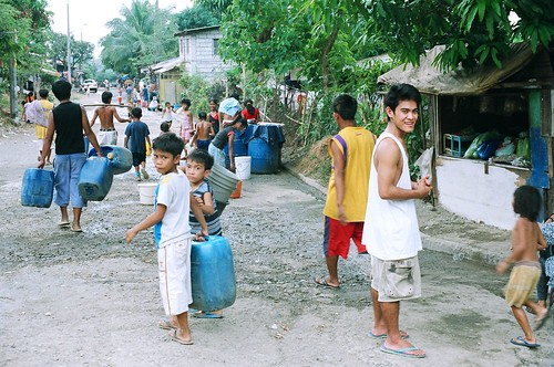 children water igb fetch street Pinoy Filipino Pilipino Buhay  people pictures photos life Philippines, children, domestic chores, man, scene, street, water igib