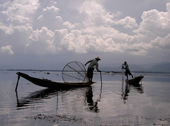 Inle Lake. Myanmar (makita ^) Tags: morning sky lake reflection men water clouds lago boat fishing asia barca burma cielo nubes myanmar inle reflexions soe globalvillage reflejos makita pescadores pescando 333views 25faves globalcity anawesomeshot impressedbeauty ltytr1 superbmasterpiece invitedphotosonly gvadminshalloffame itsabeautifulgv flickrelite heartawards platinumheartaward a3b allnicethink 20tflibre