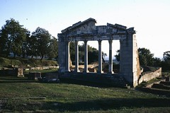 Apolonia, Albania (Peter Curbishley) Tags: temple roman albania romanremains apolonia shqipria romanmbetet tempull