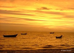 Ponnani Beach (Abhi Viswam) Tags: sunset red sea beach nature water boat country kerala gods own reddish vanji ponnani malappuram kadal