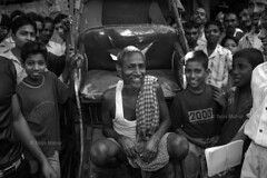 DSC_0643 (Tanja on flikr) Tags: 2005 bw india laughing crowd rickshaw kolkata puller westbengal black38white