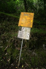 Warning Sign (bozy10) Tags: sign hawaii valley waipio