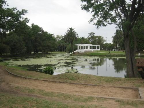 Lago Parque Saavedra, La Plata, Bs. As., Argentina by Sergio Elbio