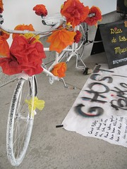 Ghost Bike #2 (gwen) Tags: holiday art sign museum mexico oakland text exhibit altar ghostbike diademuertos diadelosmuertos diasdelosmuertos vivo oaklandmuseum ofrenda muerto dadelosmuertos dademuertos oaklandmuseumofcalifornia omca dasdelosmuertos vivodaysofthedead2010