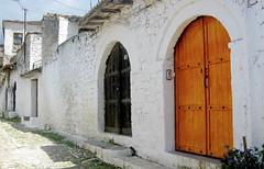 Sequncia (Amrico Meira) Tags: door puerta porta porte z rua berat albnia