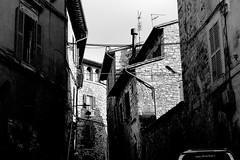 scorcio assisi bn (kikkedikikka) Tags: italy white black italia places bianco borgo nero assisi umbria rgspaesaggio rgscastelli rgsnatura rgsscorci