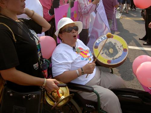 坐輪椅的婆婆