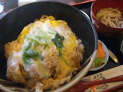 東屋「特製カツ丼」(945円)