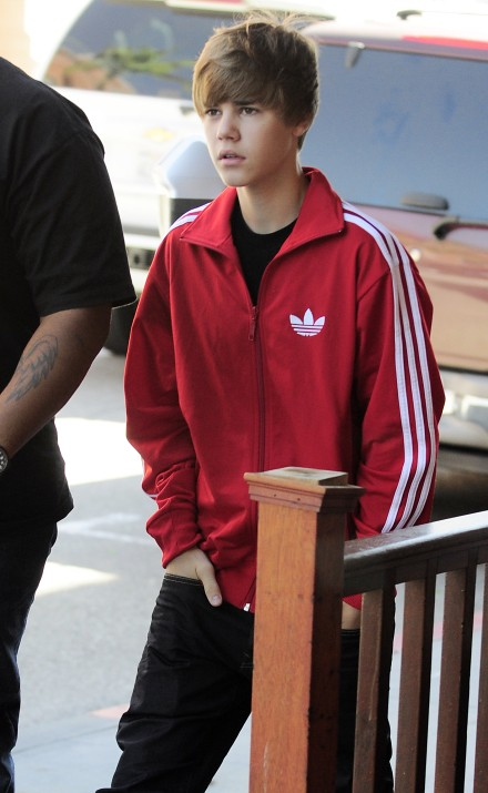 #5952986 Young singing sensation Justin Bieber stops by a medical office in Beverly Hills, CA on October 26, 2010 for a checkup with his bodyguard.  . Fame Pictures, Inc - Santa Monica, CA, USA - +1 (310) 395-0500