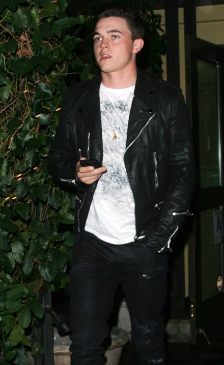 #5992276 Singer Jesse McCartney leaves Madeo's after dinner in West Hollywood, CA on November 2, 2010.. Fame Pictures, Inc - Santa Monica, CA, USA - +1 (310) 395-0500