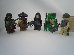 /Barfs out five figs (Aro.) Tags: cool flickr lego random camo estrellas vietcong m4a1 ultranationalist brickarms doabarrelroll tehshit tehausomsauce